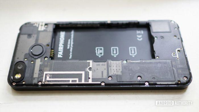 Пользователи считают идею упростить замену аккумулятора дельной – фото 1