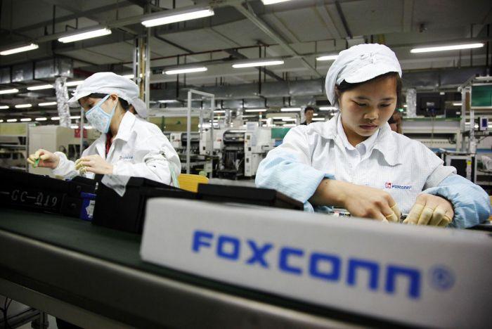 Foxconn заменит людей роботами и начнёт выпускать собственные смартфоны – фото 1