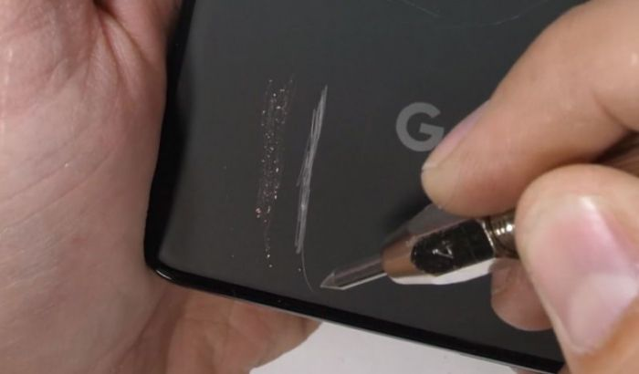 Google Pixel 3 XL царапали, поджигали и гнули – фото 2