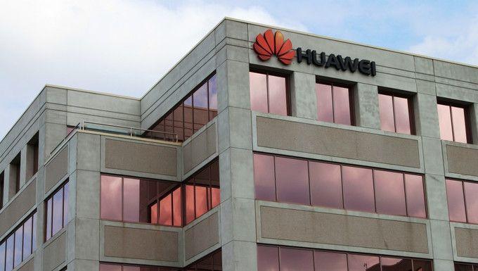 В США хотят запретить сотрудничество Huawei и ZTE – фото 1