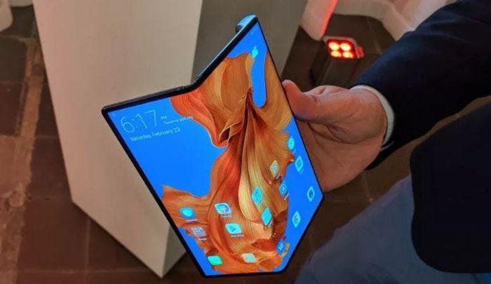 Складные аппараты Huawei и Xiaomi позаимствуют фишку Samsung Galaxy Z Flip – фото 1