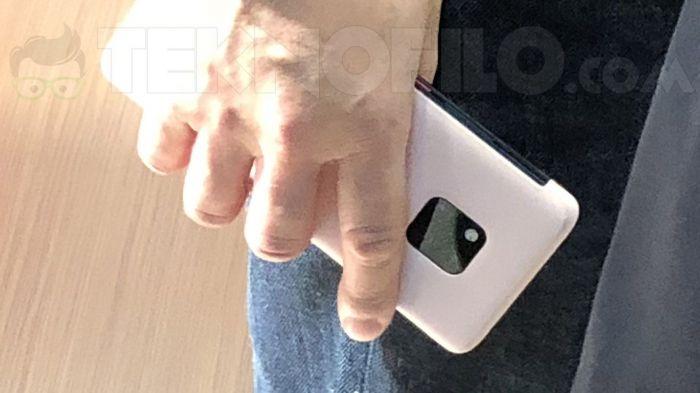 Huawei Mate 20 Pro попал в объектив камеры на IFA 2018 – фото 3