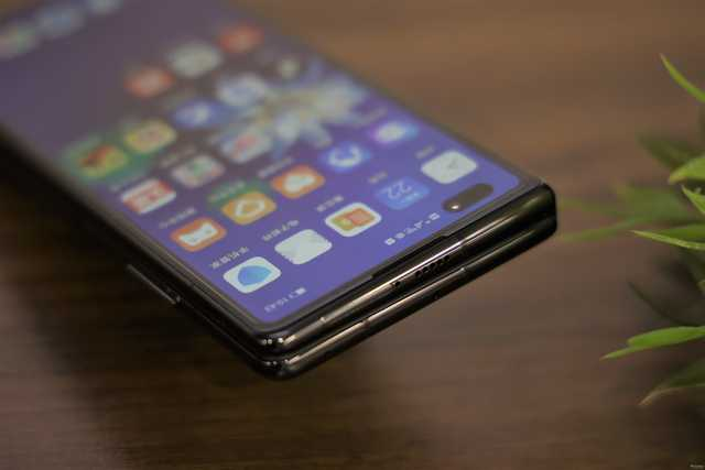 Отремонтировать Huawei Mate X2 дешево не получится – фото 1