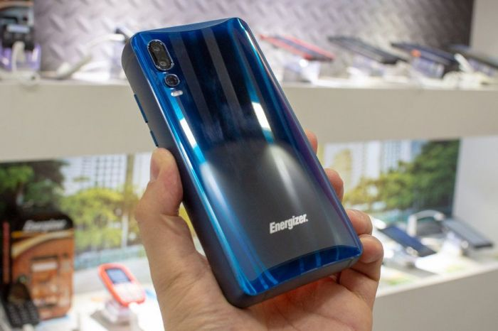 Фото Energizer Power Max P18K Pop: гибрид смартфона и Power Bank с пятью камерами – фото 1