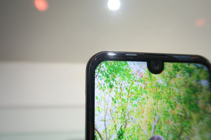 Sharp Aquos R Compact — компактная вариация на Essential Phone – фото 3