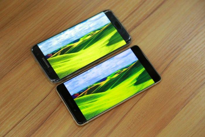 Ulefone Future против Samsung Galaxy S7 Edge в сравнении дисплеев и габаритов корпуса – фото 1
