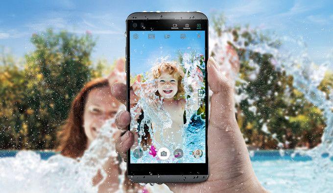 Представлен LG Q8 с двумя дисплеями и двойной камерой – фото 1