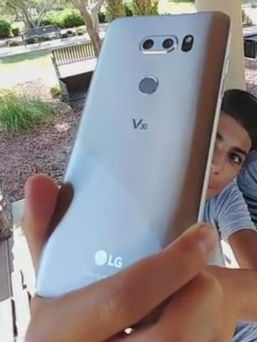 LG V30 показался на живых фото – фото 4