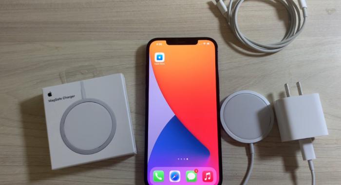 Блогеры раскритиковали беспроводную зарядку Apple MagSafe Duo за низкую мощность – фото 1
