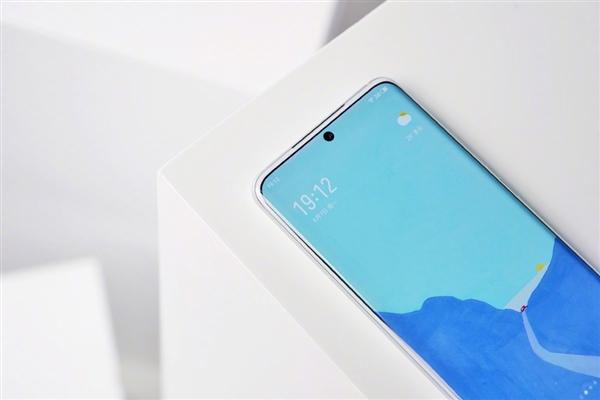 Meizu 18 Chinese White Dolphin Rare Edition предложил белую переднюю панель – фото 1