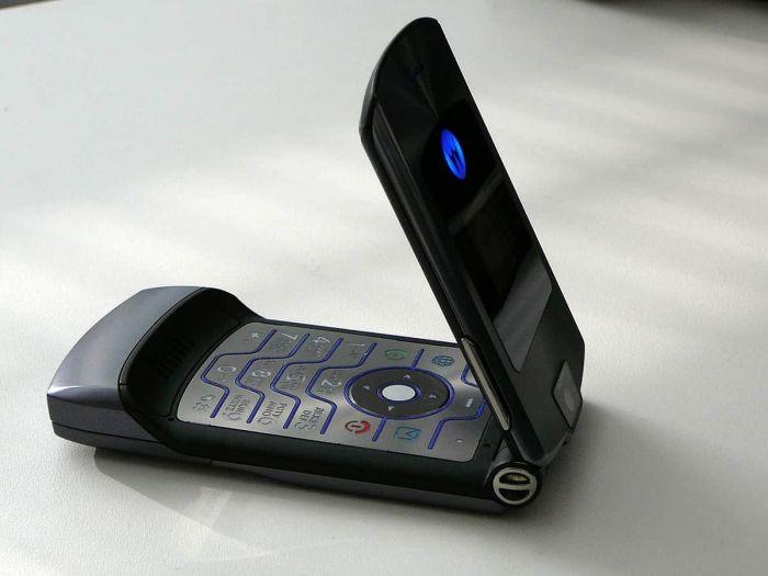 Раскладушка Motorola RAZR вернется, но с гибким дисплеем и высоким ценником – фото 1