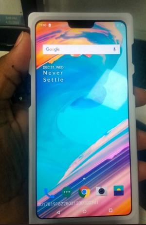 OnePlus 6 с «бровью» на фотографии – фото 1