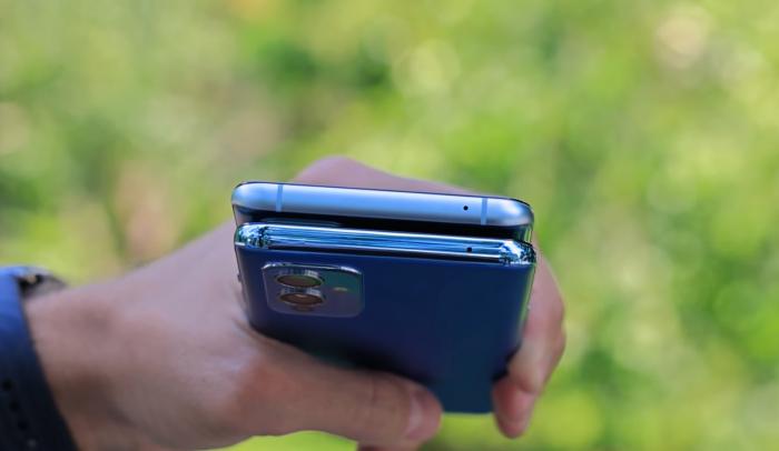 OnePlus 9 и 9R в руке