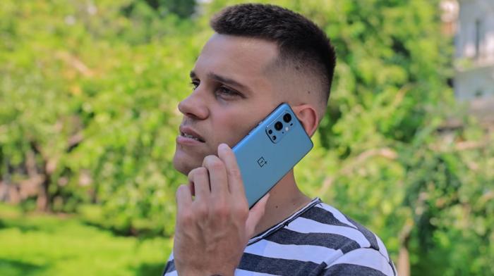 OnePlus 9R в разговоре