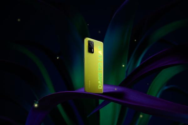 Realme Q3 будет светиться в темноте – фото 1