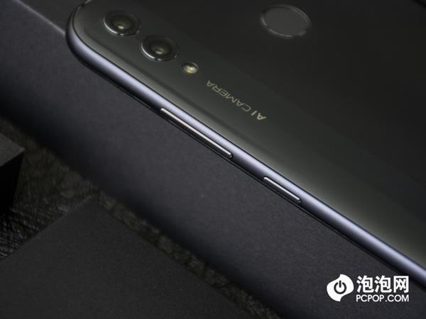 Представлен Honor 8X Max: неприлично большой смартфон с емкой батарейкой – фото 3