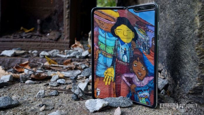 Samsung Galaxy Fold 2 будет раскладушкой и получит тонкое защитное стекло