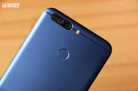 Huawei Honor Note 9: безрамочный дизайн и дисплей, умеющий распознавать отпечаток пальца – фото 3