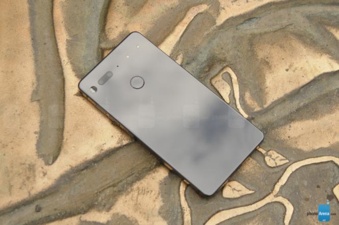 Essential Phone неудавшийся эксперимент или низкий уровень продаж смартфона – фото 2