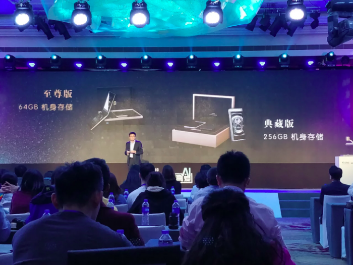 Анонс Samsung W2018: флагман в форм-факторе раскладушка – фото 3