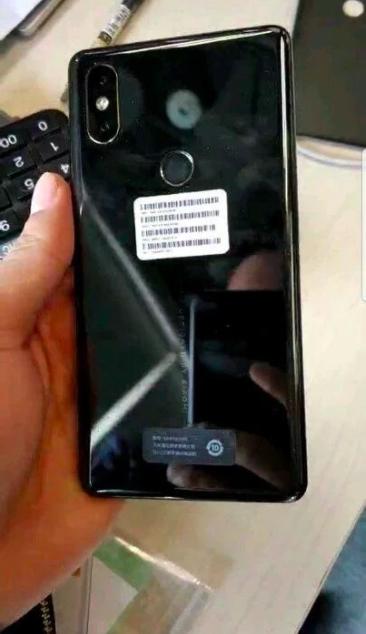 Xiaomi Mi Mix 2S снова позирует на фото – фото 2