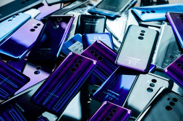UMIDIGI Z2: смартфон в сияющих градиентных доспехах – фото 1
