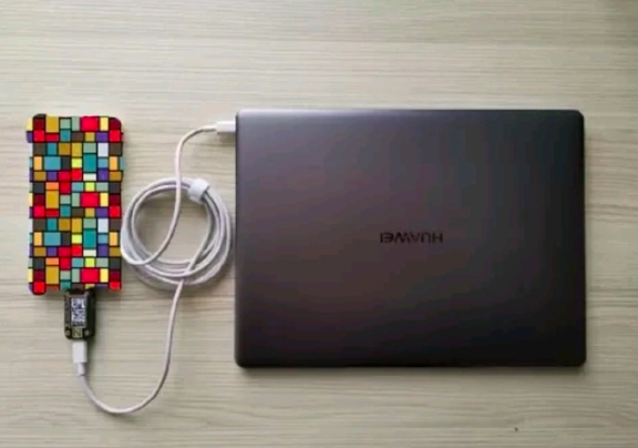 Huawei создала 40-ваттный внешний аккумулятор – фото 1