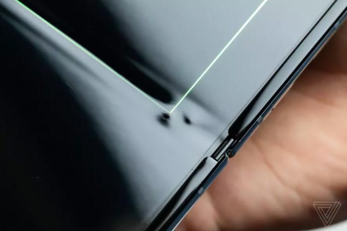 Некоторые Samsung Galaxy Fold начали выходить из строя – фото 1
