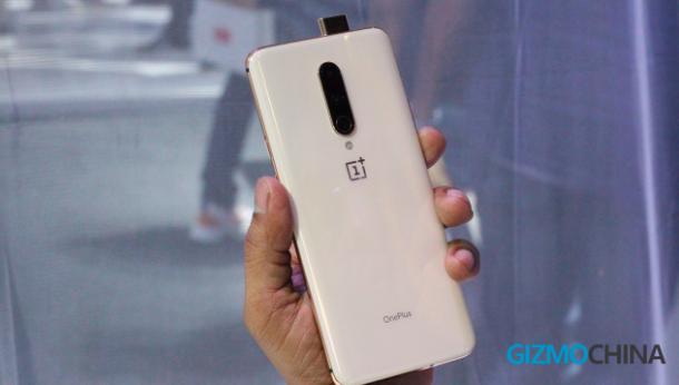 Названа причина, почему OnePlus 7 Pro не получил «дырявый» экран – фото 1