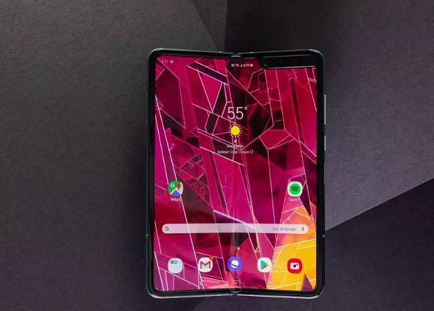 Что происходит? Ритейлеры отменяют предзаказы на Samsung Galaxy Fold – фото 1