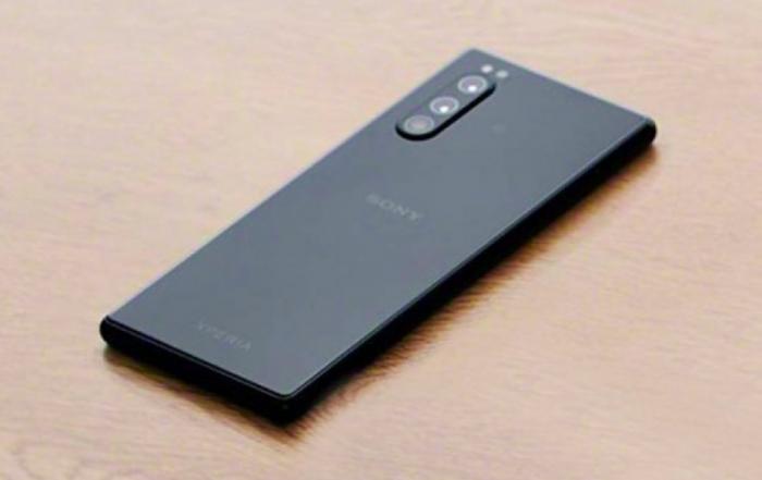 как выглядит Sony Xperia 2 - живые фото