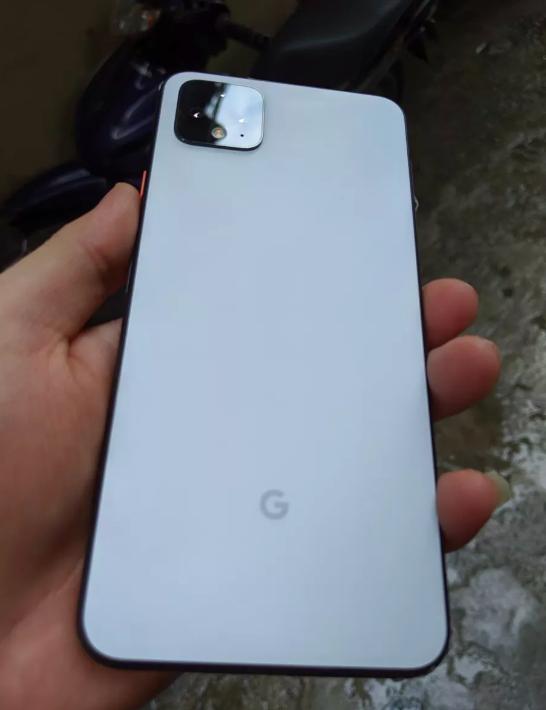 Google Pixel 4 XL, Google на фото