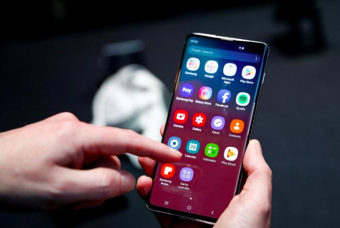 Samsung решит проблему с корректной работой дактилоскопического датчика в Galaxy S10