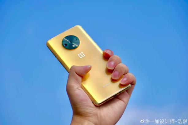 Как вам OnePlus 7T в золотом цвете?