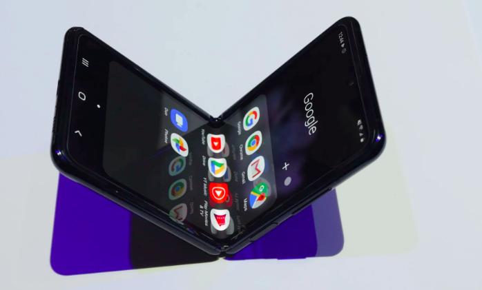 Samsung Galaxy Z Flip получил ультратонкое стекло или пластик? Ответ получен – фото 1