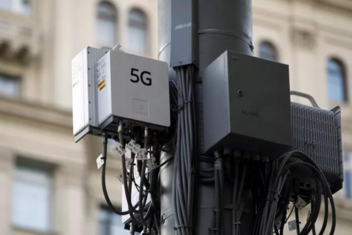 Мир катится в средневековье: вышки сотовой связи 5G начали сжигать из-за пандемии коронавируса