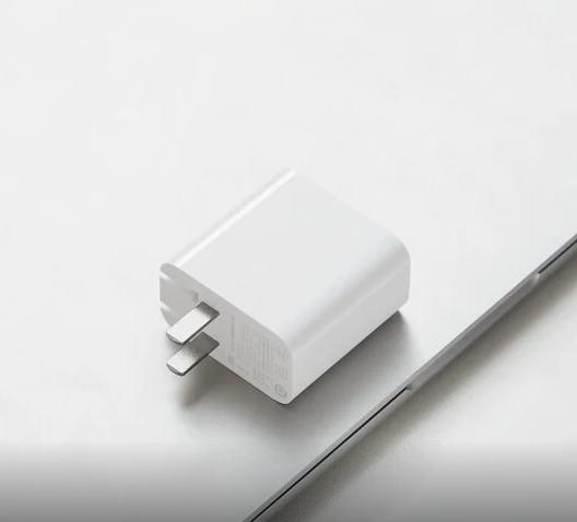 За $14 Xiaomi предлагает мощную быструю зарядку – фото 1
