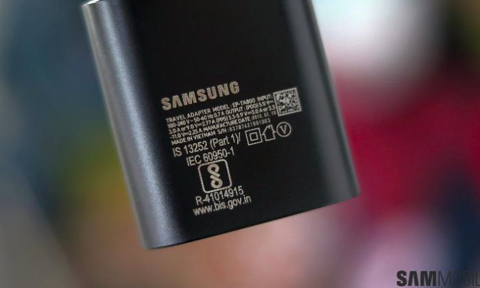 Смартфоны Samsung могут лишиться комплектной зарядки – фото 1