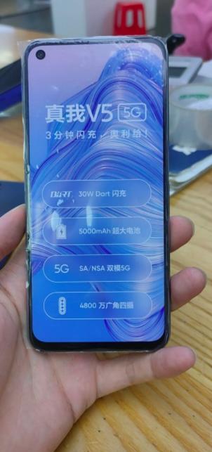 Realme V5 теперь предстал и на «живых» снимках – фото 1