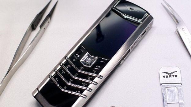 Vertu объявила о своем банкротстве. У поклонников пафосных смартфонов черный день – фото 1