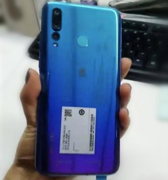 Huawei Nova 4 вновь показали на живых снимках – фото 2