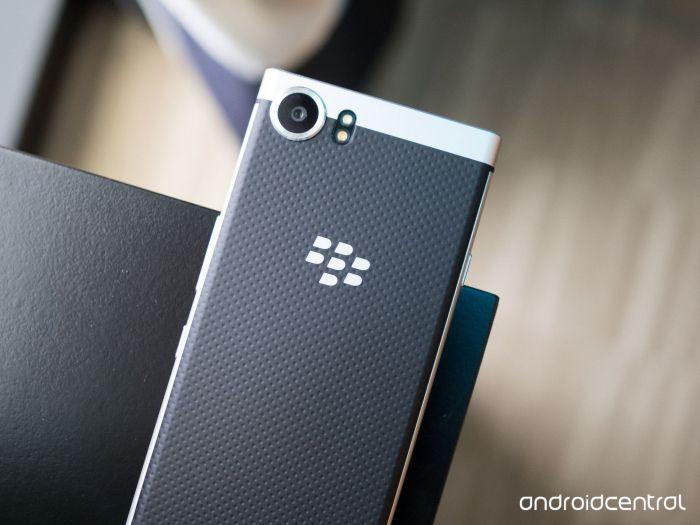 BlackBerry Mercury на реальных снимках с подмостков CES 2017 – фото 2