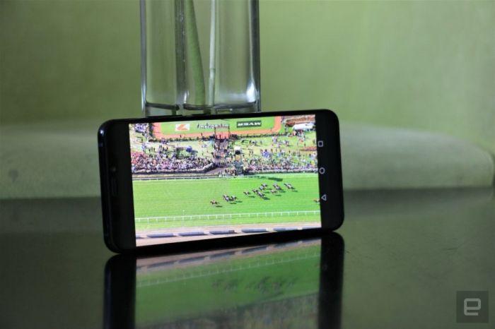 Представлен ZTE Axon 9 Pro: дизайн а-ля iPhone X, топовая начинка и большой аккумулятор – фото 3