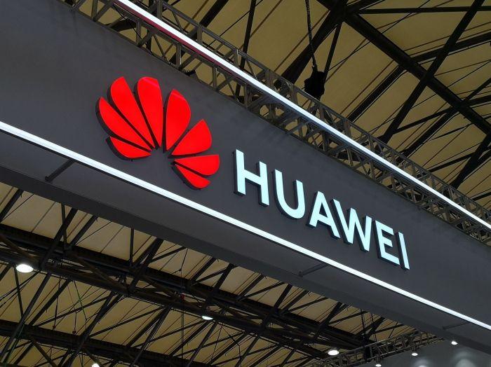 лого Huawei на фото