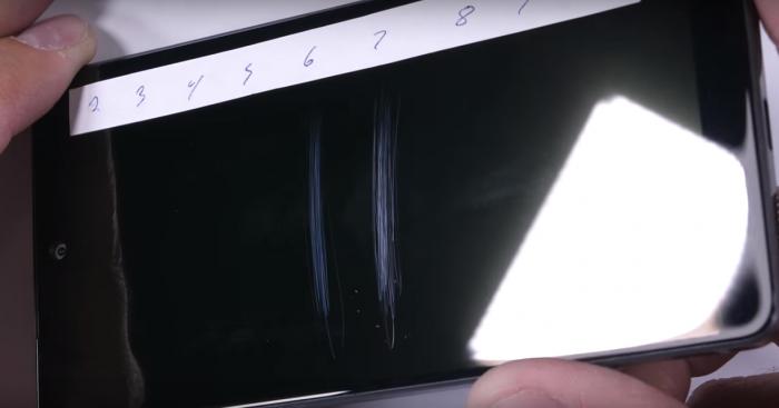 Essential Phone проверили на прочность – фото 1
