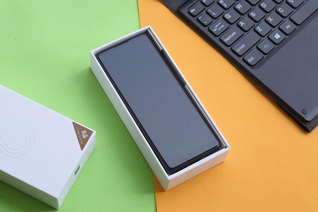 Xiaomi Qin 2: самый неожиданный смартфон – фото 3