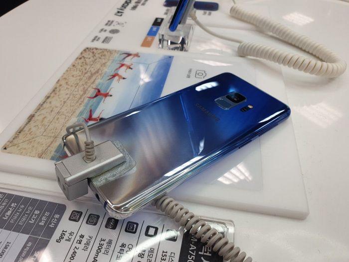 Samsung Galaxy S9 Polaris Blue: флагман в стильном градиентном корпусе на фото – фото 2