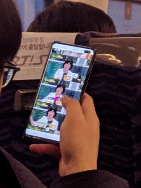 Samsung Galaxy S10+ попал в объектив камеры – фото 1