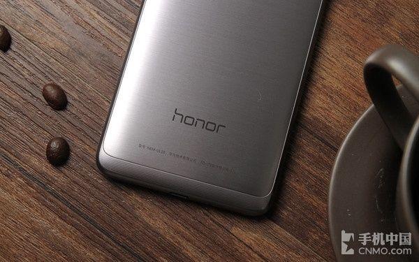 Huawei Honor 8 с беспроводной зарядкой выйдет в этом году – фото 1