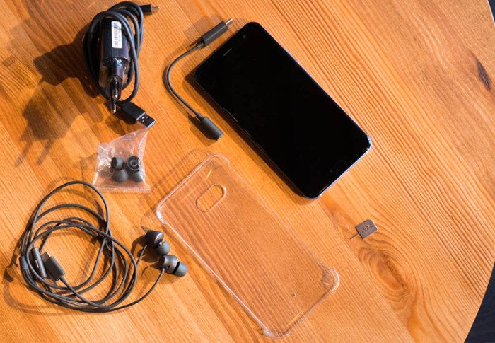 Комплектация Android-смартфона HTC U11